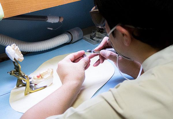 義歯の加工